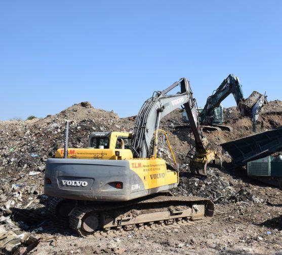 Gravko arbejder på losseplads